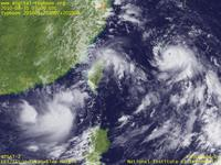 Typhoon Wallpaper Image : Typhoon 201008 (NAMTHEUN) : Typhoon LIONROCK, Typhoon KOMPASU, and Typhoon NAMTHEUN, three typhoons packed in a small area between East China Sea and Okinawa (03 UTC)