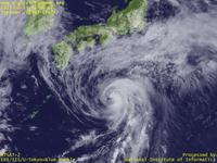 Typhoon Wallpaper Image : Typhoon 201303 (YAGI) : Typhoon YAGI approachhing to Japan and Meiu front in north (02 UTC)