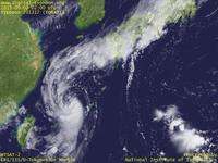 Typhoon Wallpaper Image : Typhoon 201317 (TORAJI) : Typhoon TORAJI whose clouds extending from south to north is connecting to the front (02 UTC)