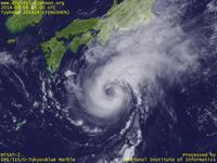 Typhoon Wallpaper Image : Typhoon 201414 (FENGSHEN) : 日本の南を進む台風201414号(12時JST)
